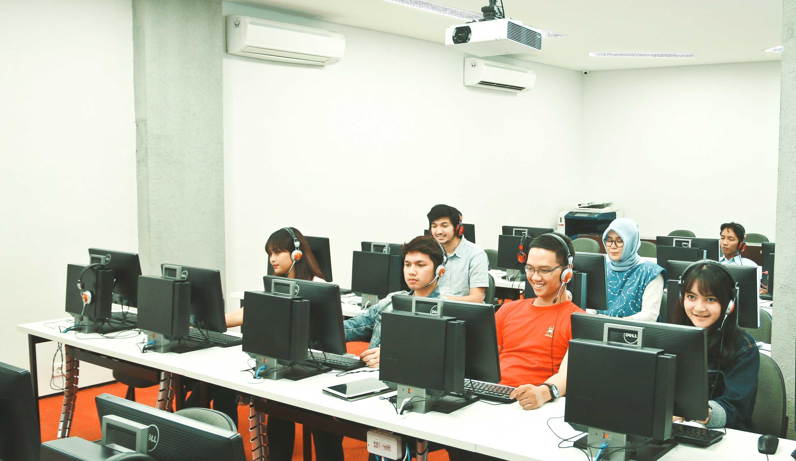 IALF Surabaya - Computer lab